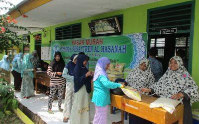 Ponpes Al Hasanah Adakan Pasar Murah